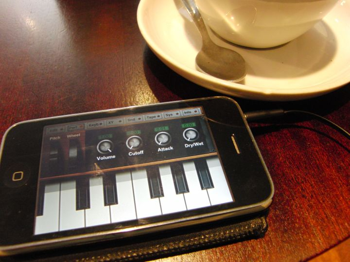 Drinking coffee and making mobile music